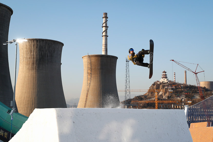 A snowboarder competes in the 2019 Air+Style Beijing FIS Snowboard World Cup at Shougang Park in Beijing, Dec. 12, 2019. Fu Tian/CNS