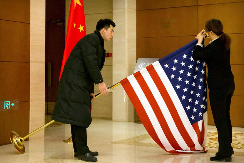 Chinese staff adjust a U.S. flag before trade talks commence at Diaoyutai State Guesthouse in Beijing, Feb. 14, 2019. Mark Schiefelbein/Pool/VCG