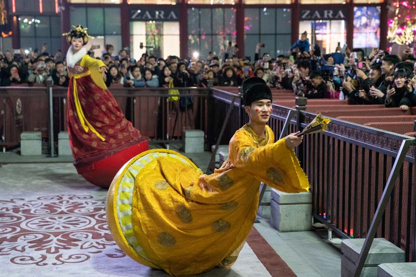 """Roly-poly toy"" performers entertain a crowd at the Great Tang All Day Mall in Xi'an, Shaanxi province, Dec. 5, 2019. Lei Jia/VCG"