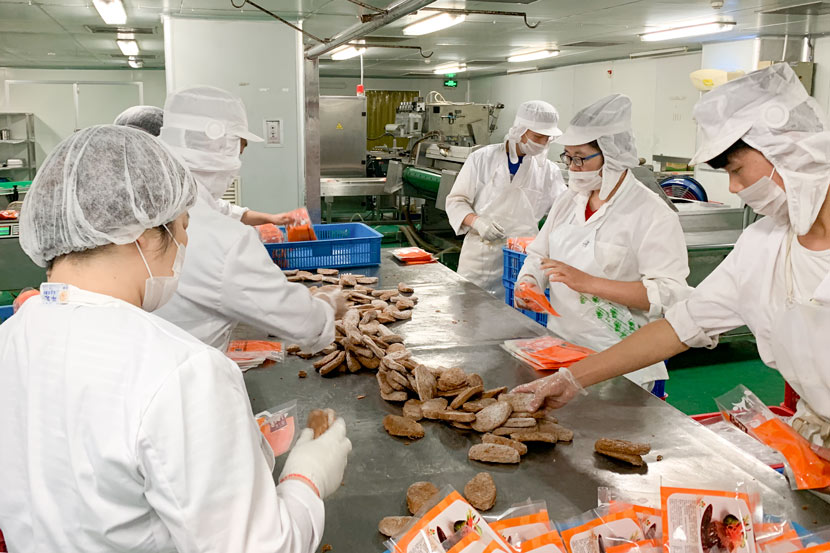 Workers at Hong Chang Biotechnology package frozen plant-based steaks at a factory in Suzhou, Jiangsu province, July 19, 2019. Xue Yujie/Sixth Tone