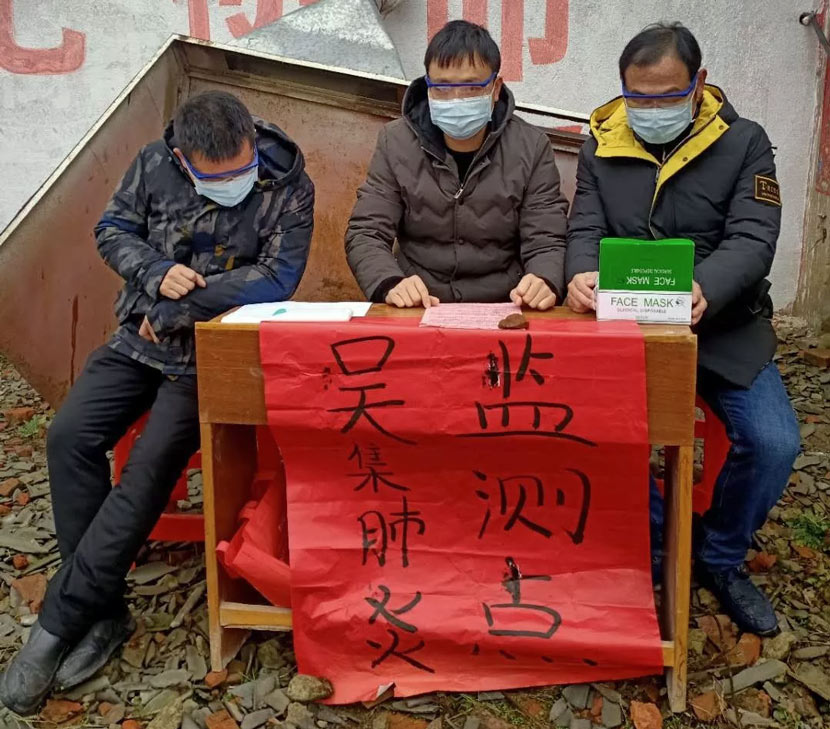 Officials sit at a pneumonia monitoring spot in Wuji Village, Xiaogan, Hubei province, January, 2020. From 孝感环境保护 on WeChat