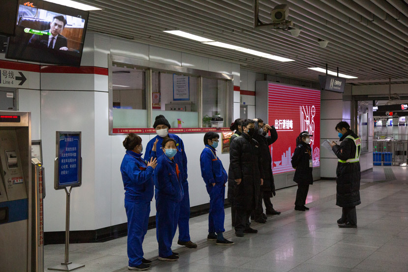 Staff members of the Shanghai Metro meet in Shanghai, Feb. 10, 2020. Shi Yangkun/Sixth Tone
