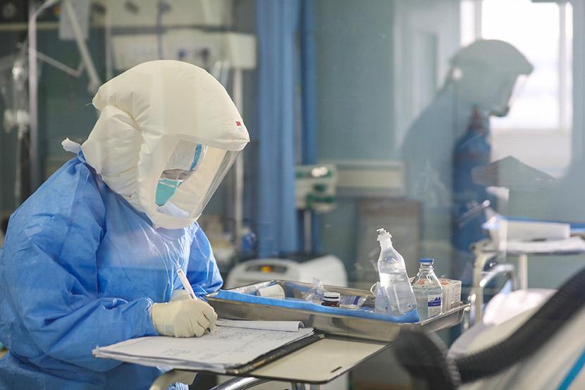A medical worker at Jinyintan Hospital in Wuhan, Hubei province, Feb. 13, 2020. Yuan Zheng for Sixth Tone