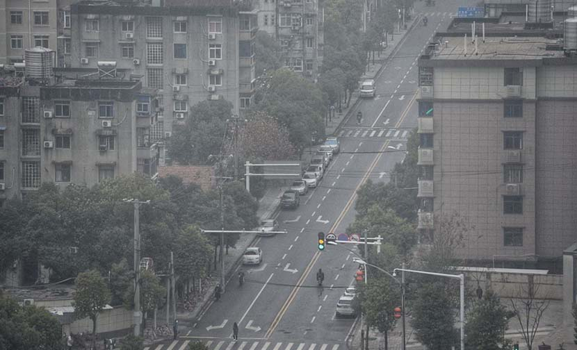 An aerial view of a street in Wuhan, Hubei province, Jan. 23, 2020. From @红星新闻 on Weibo