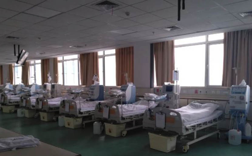 An empty dialysis room at the Hanyang branch of Wuhan Hospital of Traditional Chinese Medicine, Hubei province, Jan. 28, 2020. From @新京报 on Weibo