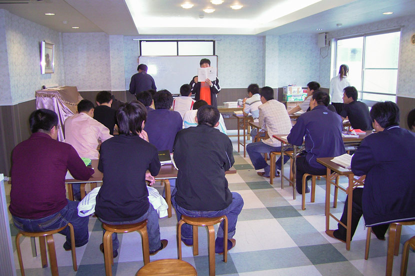 A recruitment agency-organized training session for newly arrived Chinese workers in Kobe, Japan, May 2007. Courtesy of Xiang Biao