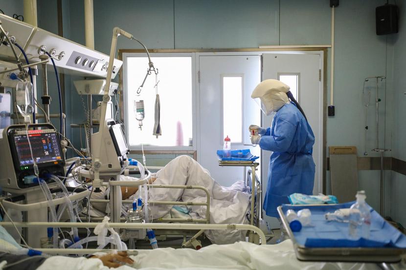 A medical worker in the intensive care unit at Jinyintan Hospital in Wuhan, Hubei province, Feb. 13, 2020. Yuan Zheng/Changjiang Daily
