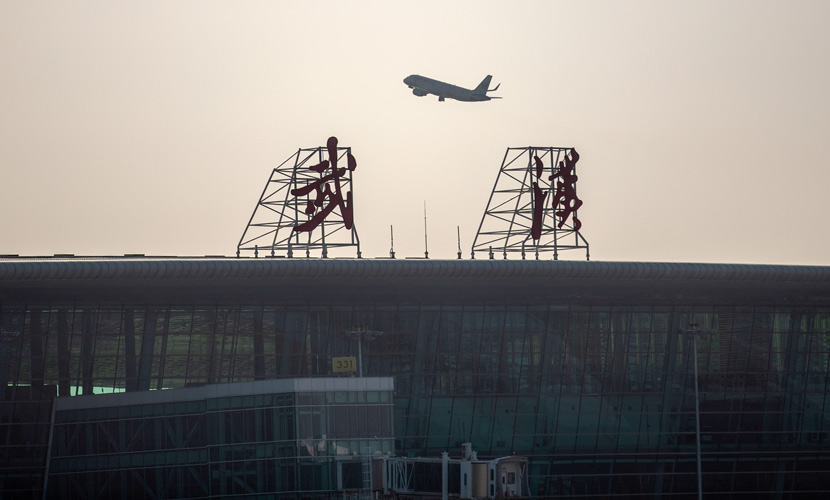 A plane transporting medical workers home takes off from Wuhan Tianhe International Airport in Hubei province, March 18, 2020. Fei Maohua/Xinhua
