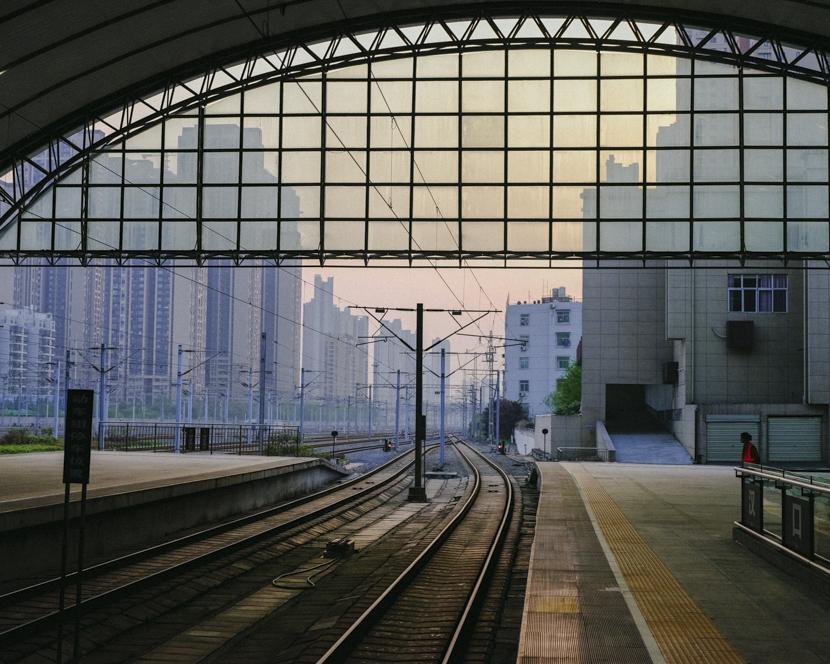 The morning sky outside Hankou Railway Station in Wuhan, Hubei province, April 8, 2020. Shi Yangkun/Sixth Tone