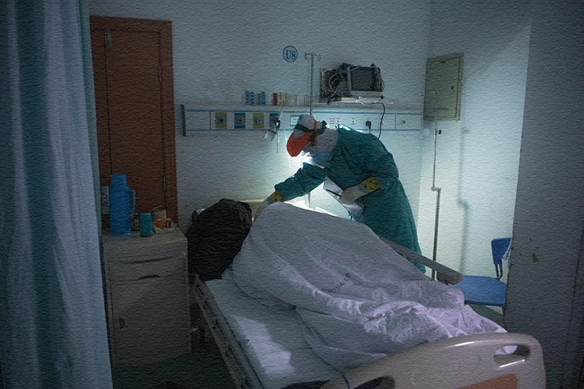 A nurse from the Guangdong medical support team adjusts the blankets of a patient in Hankou Hospital in Wuhan, Hubei province, March 1, 2020. Southern Visual/People Visual