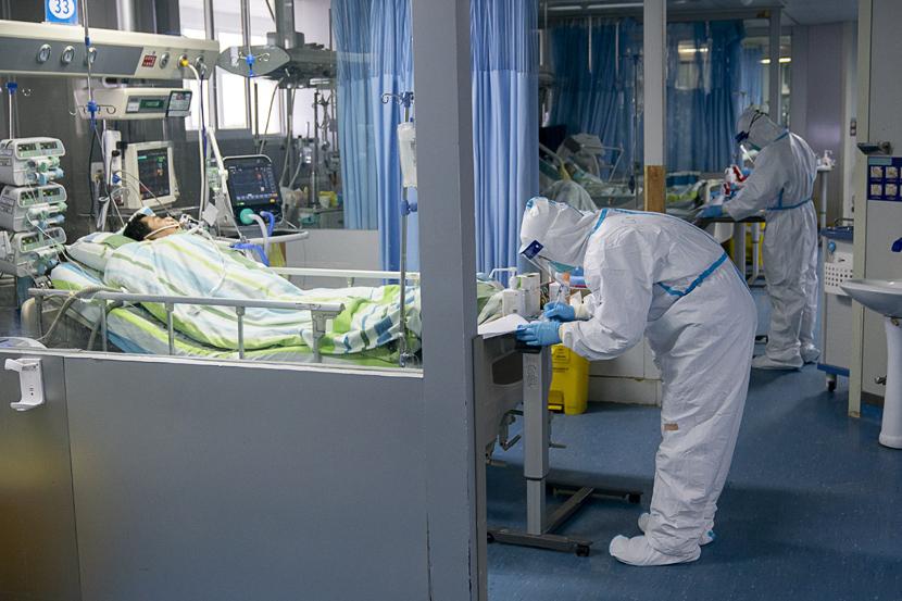 Medical workers at an ICU at Zhongnan Hospital in Wuhan, Hubei province, Jan. 24, 2020. Xiong Qi/Xinhua