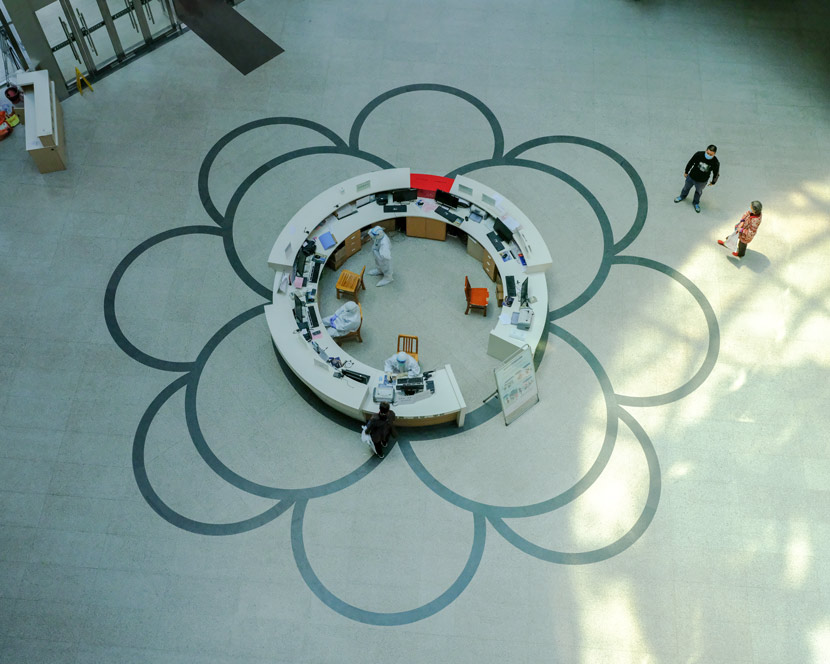 A view of the lobby at Wuhan Central Hospital in Wuhan, Hubei province, April 9, 2020. Shi Yangkun/Sixth Tone