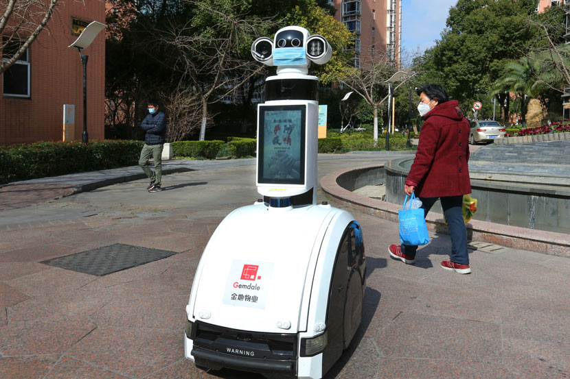 A robot on patrol in a residential community in Shanghai, Feb. 27, 2020. Xu Wanglin/People Visual