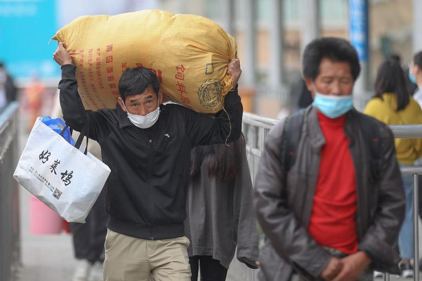 Migrant workers at Nanjing Railway Station, May 5, 2020. Yang Bo/CNS/VCG