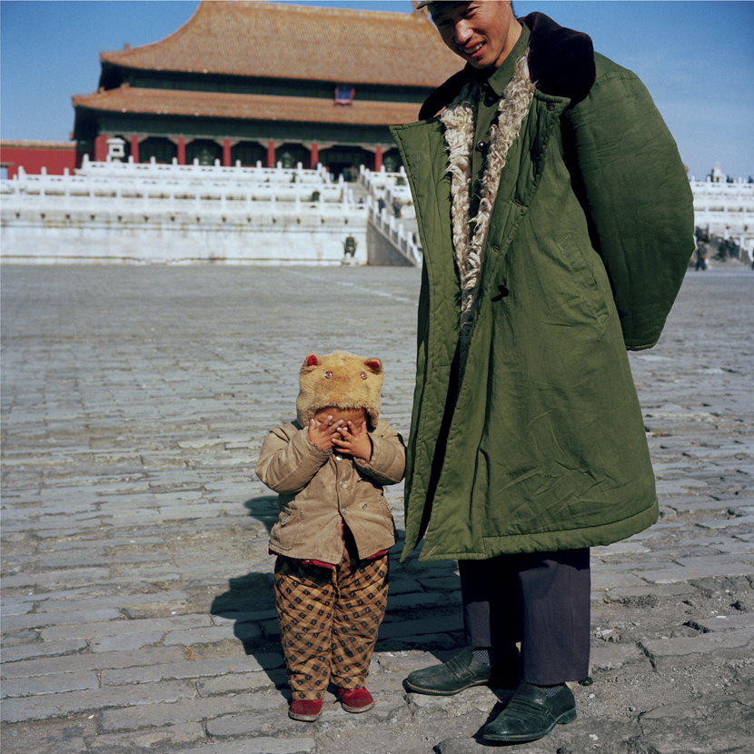A father and son in the Palace Museum, Beijing, 1981-1982. Courtesy of Ryoji Akiyama via Seisodo