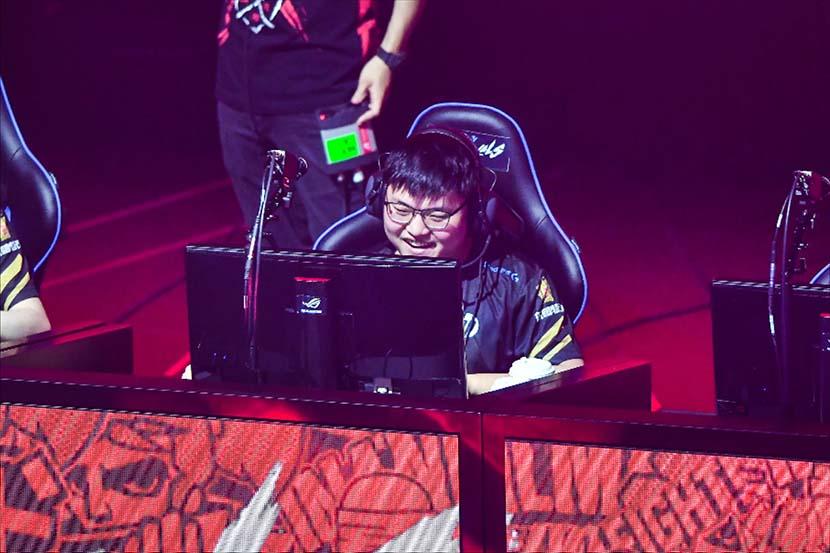 Jian Zihao; China's Top e-sports Player Announces Retirement