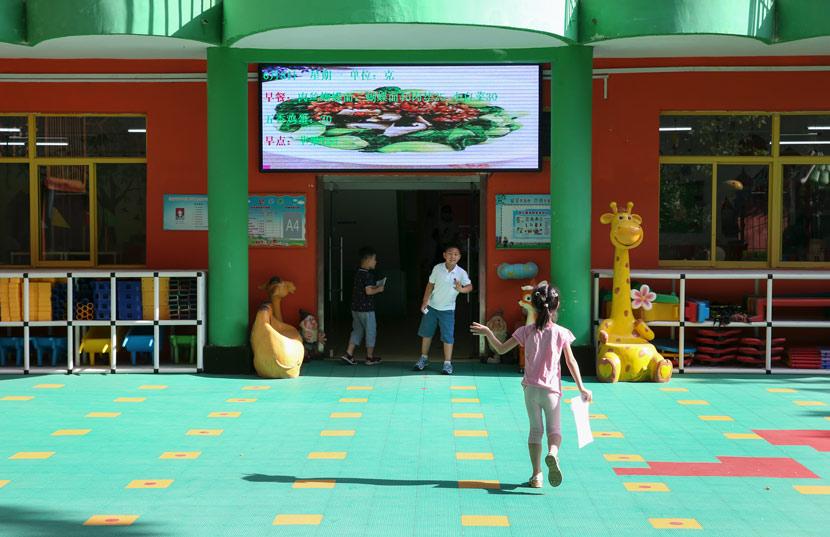 A girl enters a kindergarten in Jinan, Shandong province, June 8, 2020. Hao Xincheng/People Visual