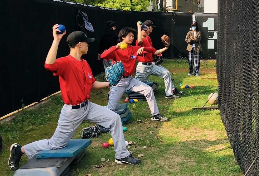 Young athletes practice pitching technique at a Major League Baseball development center in Nanjing, Jiangsu province, April 2020. From @MLB棒球发展中心 on Weibo