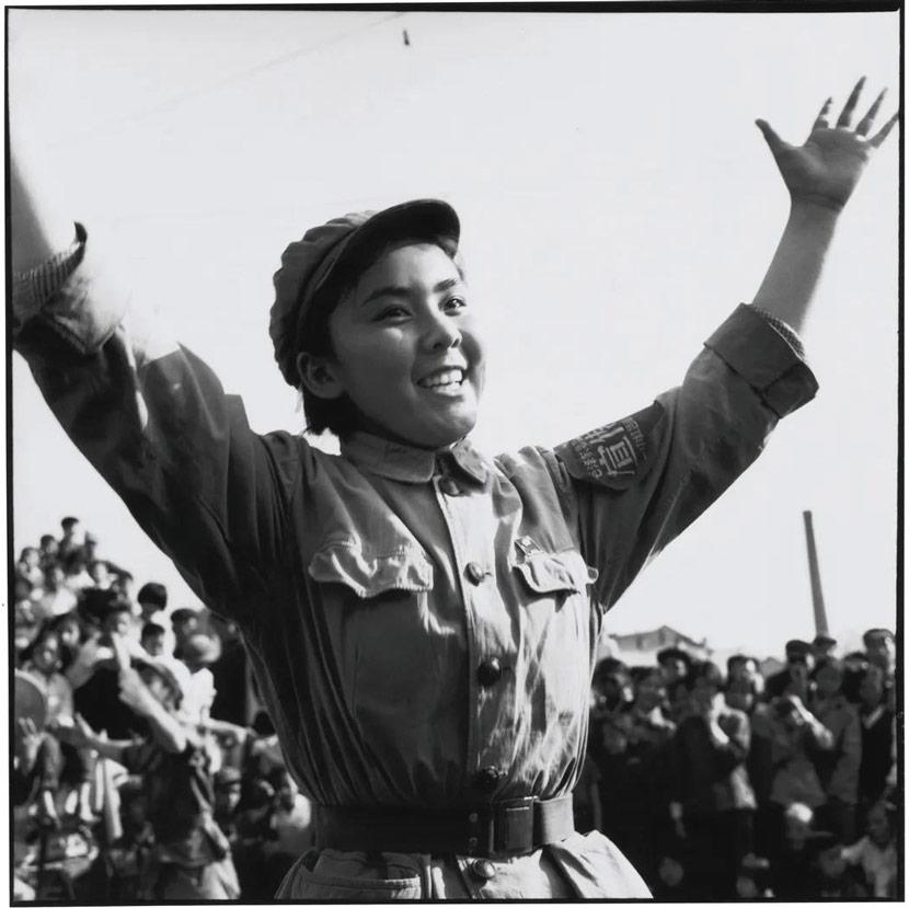 """A woman sings """"Red Sun"""" in Beijing, Oct. 18, 1966. Li Zhensheng/The Chinese University of Hong Kong Press"""