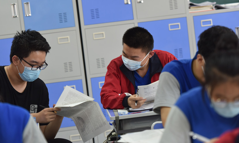 Students discuss examination questions at a high school in Taiyuan, Shanxi province, June 24, 2020. Deng Yinming/People Visual