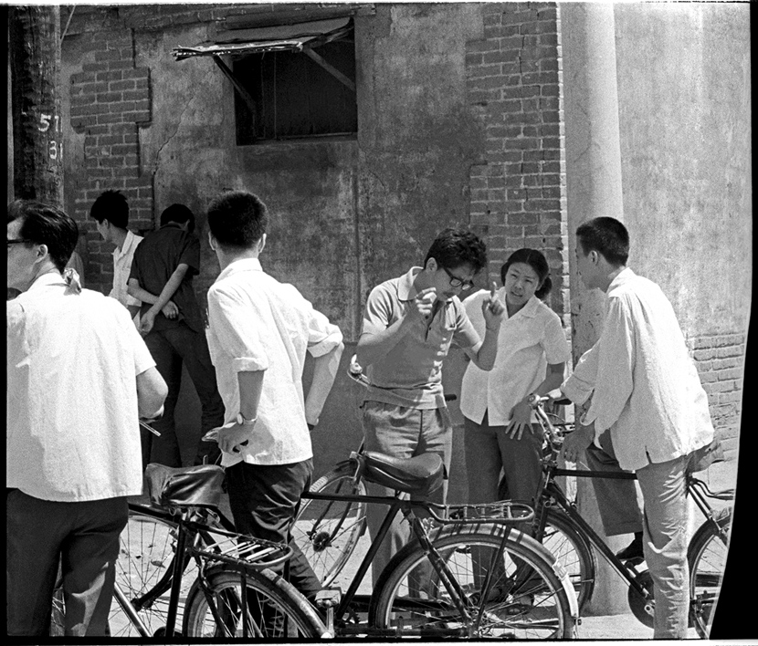Students chat while waiting for the exam venue to open, Beijing, 1979. Ren Shulin for Sixth Tone