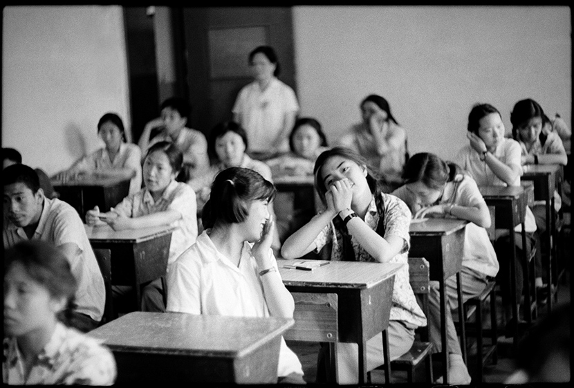 Students chat prior to the exam, Beijing, 1980. Ren Shulin for Sixth Tone