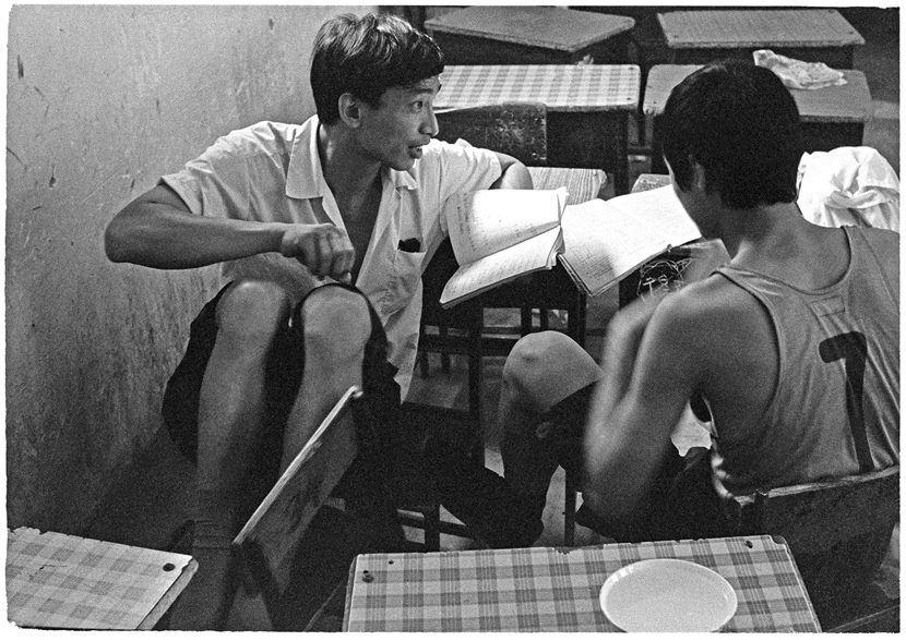 Students discuss the exam, Beijing, 1979. Ren Shulin for Sixth Tone