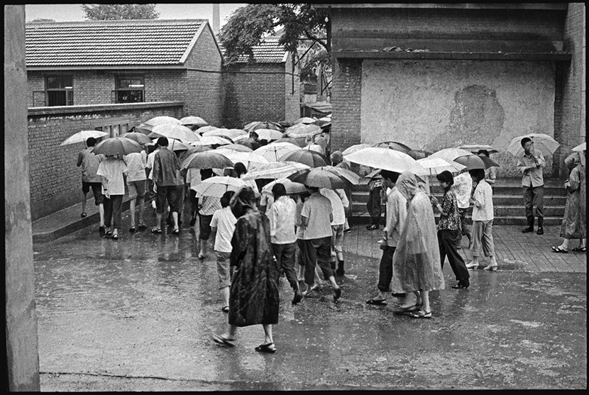 Rain falls during the exam, Beijing, 1981. Ren Shulin for Sixth Tone