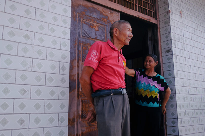 Zhang Chuanneng (left) and Wu Youmei at the entrance of their house in Jiangzhou Town, Jiangxi province, July 14, 2020. Wu Huiyuan/Sixth Tone