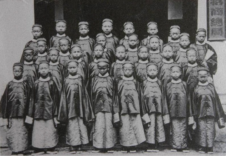 A group photo of the first young students sent to the U.S. as part of the Chinese Educational Mission in the 1870s. From Ningbo Evening News