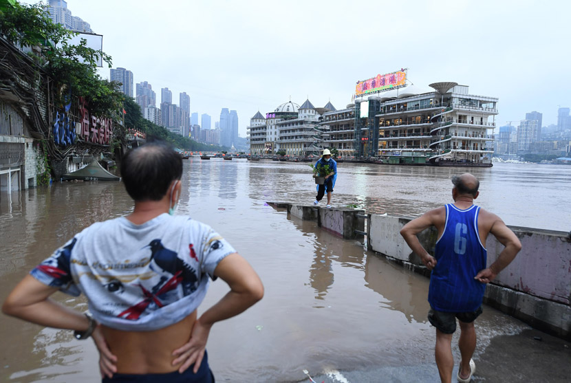 People at a flooded area in Chongqing, July 17, 2020. The upper branch of the Yangtze River running through the city experiences its second wave of the flooding this year. Chen Chao/CNS/People Visual