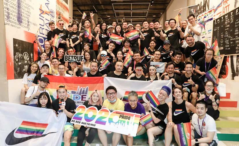 A group photo taken during Shanghai Pride 2020. From @上海骄傲节 on Weibo