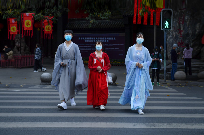 People dressed in 'hanfu' cross a road in Chengdu, Sichuan province, March 27, 2020. Zhu Jianguo/People Visual