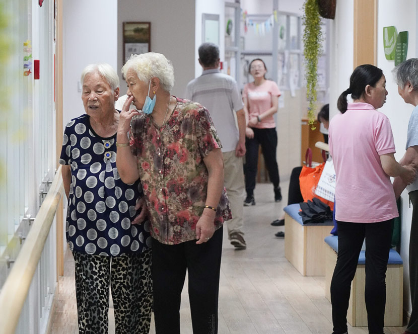 Elderly residents chat at a nursing home in Shanghai, July 9, 2020. Wu Ziyi for Sixth Tone