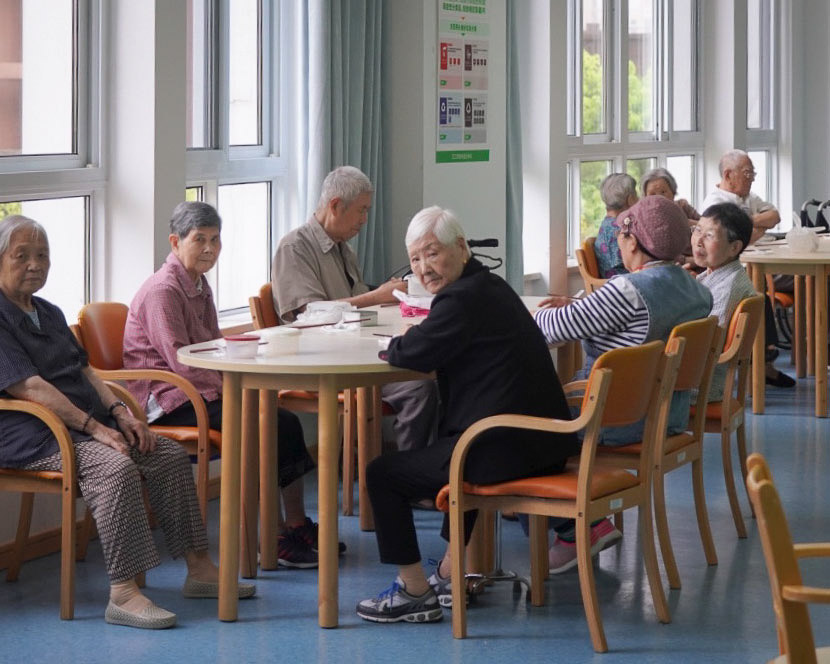 Elderly people sit in a nursing home in Shanghai, July 9, 2020. Wu Ziyi for Sixth Tone