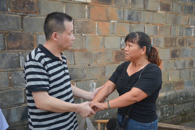 Zhang Yuhuan holds hands with his ex-wife Song Xiaonü after his murder conviction was overturned, Nanchang, Jiangxi province, Aug. 5, 2020. Wang Qin/Chengdu Business Daily/People Visual