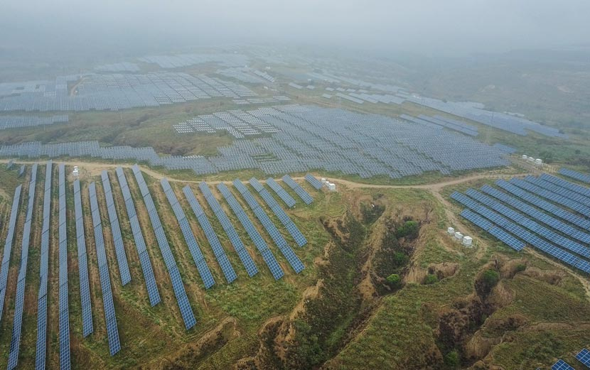 An aerial view of the solar panels in Zuoyun County, Shanxi province, June 5, 2017. Gu Yifan/Sixth Tone