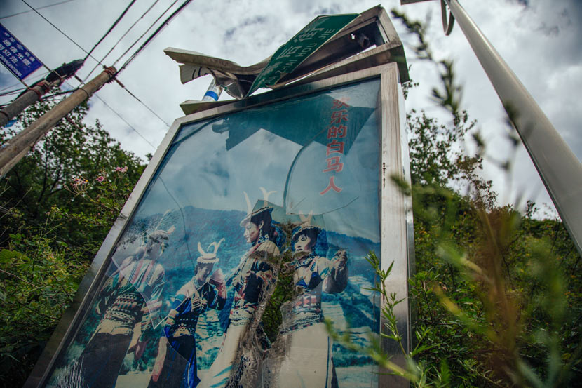 A billboard damaged by falling rocks during the earthquake in Pingwu County, Sichuan province, Aug. 11, 2017. Wu Huiyuan/Sixth Tone