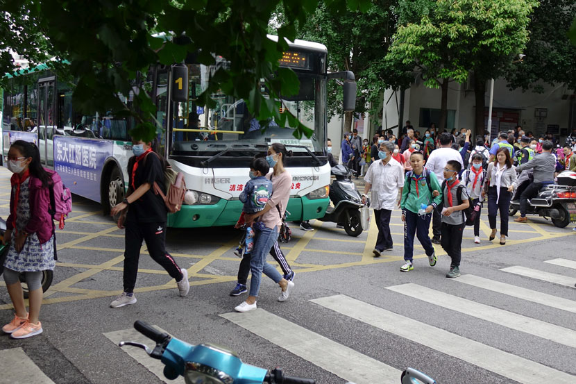 Students leaving school cross a street in Kunming, Yunnan province, July 9, 2020. People Visual