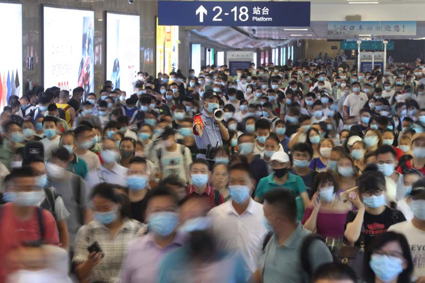 A crowd of masked travelers at Hankou Railway Station in Wuhan, Hubei province, Sept. 1, 2020. Hu Jinli/People Visual