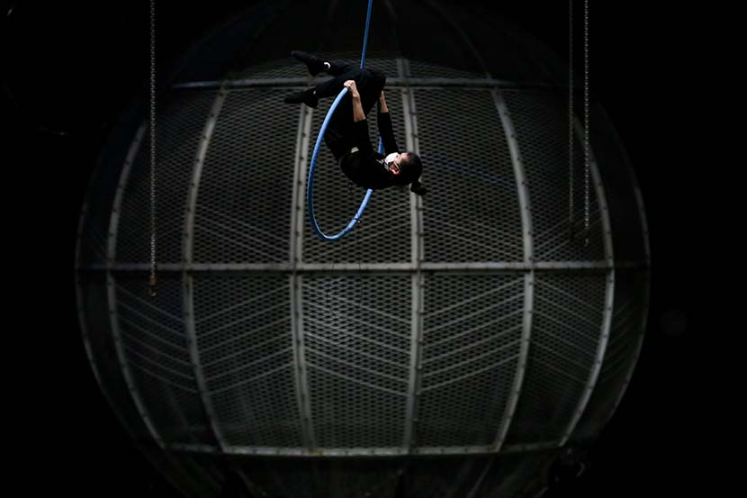 An acrobat wearing a mask performs in Shanghai, March 5, 2020. Zhu Weihui for Sixth Tone
