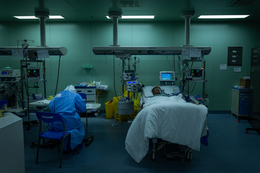 A nurse works at an ICU during the outbreak at Wuhan Union Hospital in Wuhan, Hubei province, March 26, 2020. Pan Songgang/People Visual
