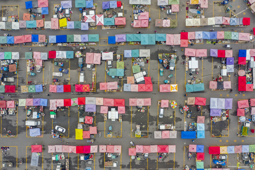 An aerial view of vendor stands at a market in Binzhou, Shandong province, Sept. 24, 2020. Fu Kun/People Visual