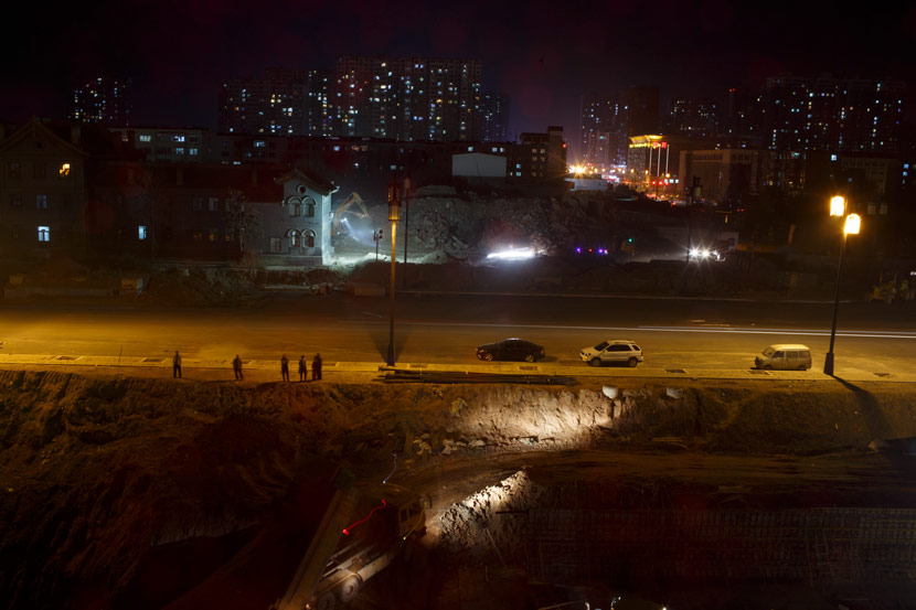 Construction sites surround the streets of Datong, Shanxi province, Nov. 4, 2016. Zhou Pinglang for Sixth Tone