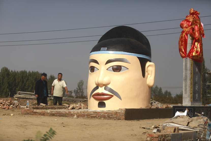 Villagers build a statue of Hou Ji, a patron god of agriculture, at Feng Village in Xi'an, Shaanxi province, Oct. 22, 2020. Zheng Jie/Chinese Business View/People Visual