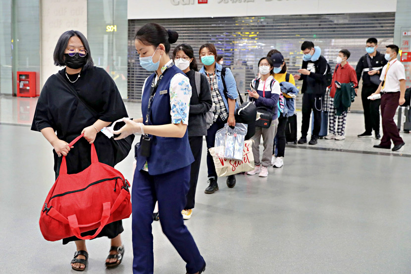 Chinese students enrolled at British universities prepare to board a chartered flight bound for Manchester at Chongqing Jiangbei International Airport, Sept. 21, 2020. Mo Xiaojian via CNS/People Visual
