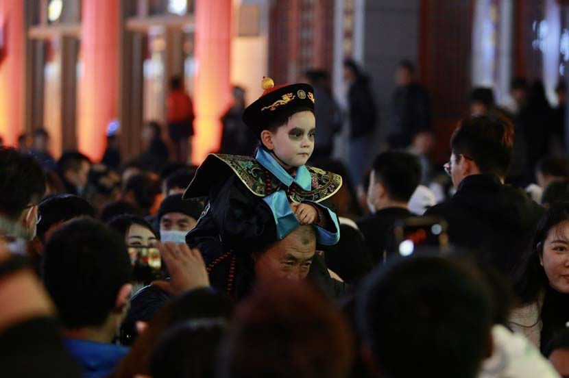 A boy is dressed as a zombie from Chinese folklore for Halloween, Shenyang, Liaoning province, Oct. 31, 2020. IC