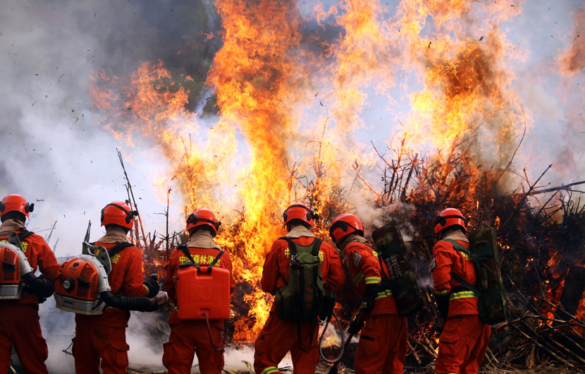 Firefighters complete a fire drill in Tianshui, Gansu province, Nov. 5, 2020. Pei Haibo/People Visual