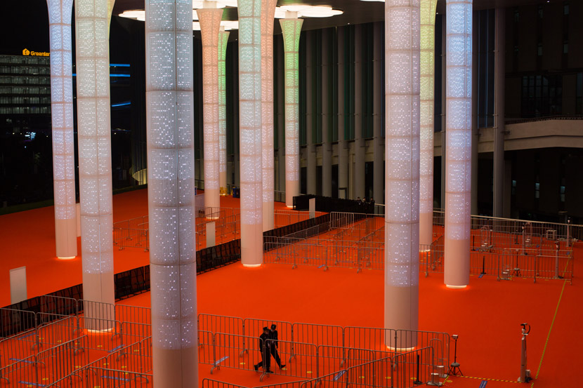 Security guards stand outside the exhibition hall of this year's CIIE in Shanghai, Nov. 6, 2020. Shi Yangkun/Sixth Tone