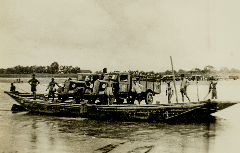 A boat laden with artifacts from the Palace Museum en route from Hanzhong to Chengdu, 1938. Courtesy of Huang Wei